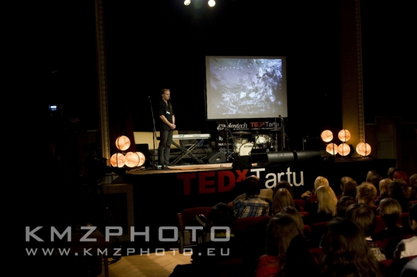 Rainer Nõlvak on TEDxTartu stage