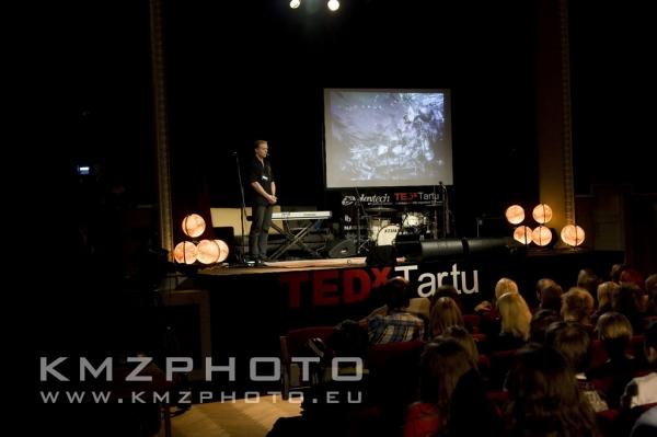 Rainer Nõlvak on TEDxTartu stage