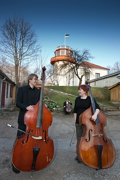 Musicians by Tartu Old Observatory