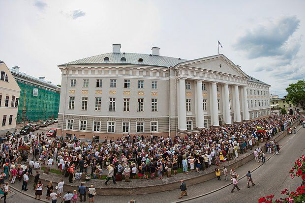 UT Main Building during graduations