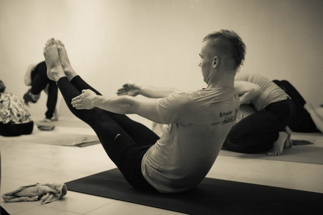 Artur in Navasana pose