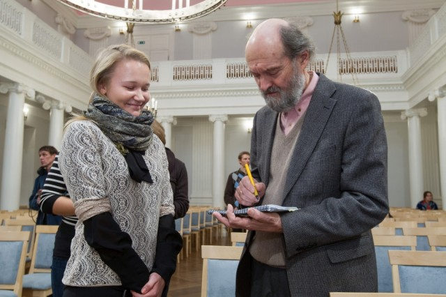 Arvo Pärt signs an autograph for a Tartu University student