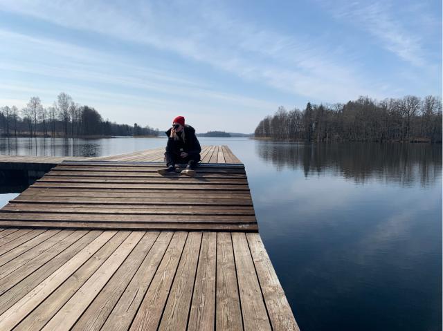 Trinity sitting on the bridge of lake Pühajärve.